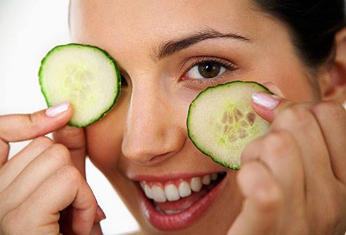 It is a known fact that cucumber slices can have a great impact on your eyes: by applying only two slices on your eyes in the morning, they will look fresh and lifted. This natural treatment is particularly useful if you suffer from the under-eye puffiness, which is extremely common and is usually triggered by water retention. Let the slices act for about half an hour and then simply remove them and repeat the procedure the next day. The coolness and the natural compounds found in the cucumber will surely reduce the puffy aspect of your eyes and make them look better and more radiant.